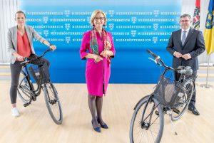 Radland-Geschäftsführerin Susanna Hauptmann. Landeshauptfrau Johanna Mikl-Leitner, Mobilitätslandesrat Ludwig Schleritzko   Foto: NLK/Filzwieser