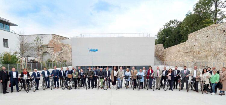 """Wiener Neustadt: Mobilitätstag 2021 am Hauptplatz <br>""""StadtRadRundfahrt"""" und """"GemeindeRADssitzung"""""""