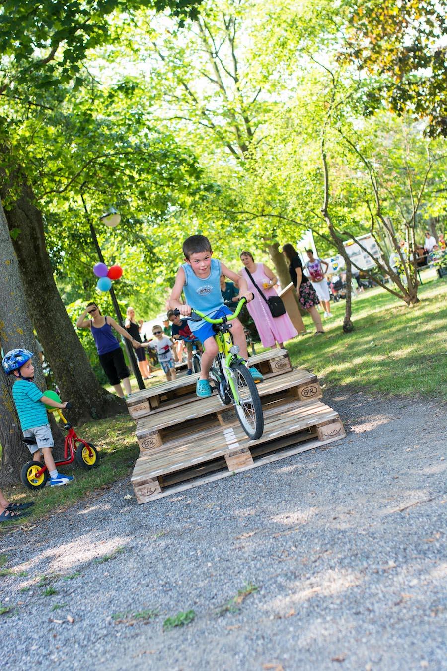 Eindrücke von der Spielplatzeröffnung mit Fahrradparkour am