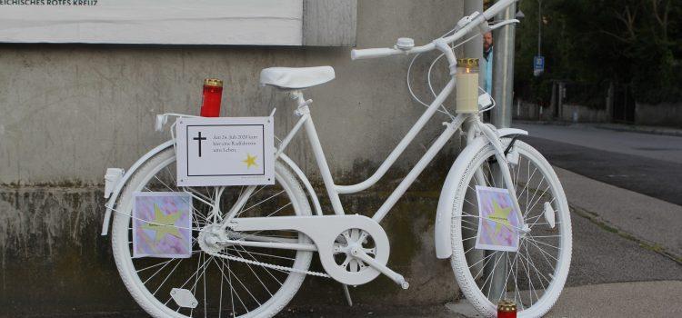 Ghost Bike für tödlich verunglückte Radfahrerin