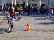 44 Kinder beim Radfahrkurs
