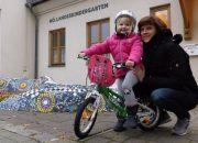 Radfahrerin des Winters