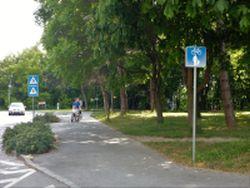 Radweg OHNE Benutzungspflicht beim Schlosspark